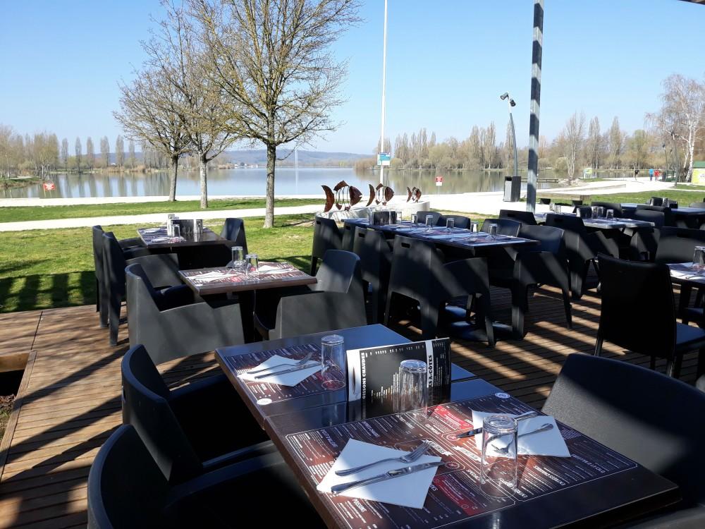 Restaurant-la-Plage-lac-de-vaivre-et-montoille3